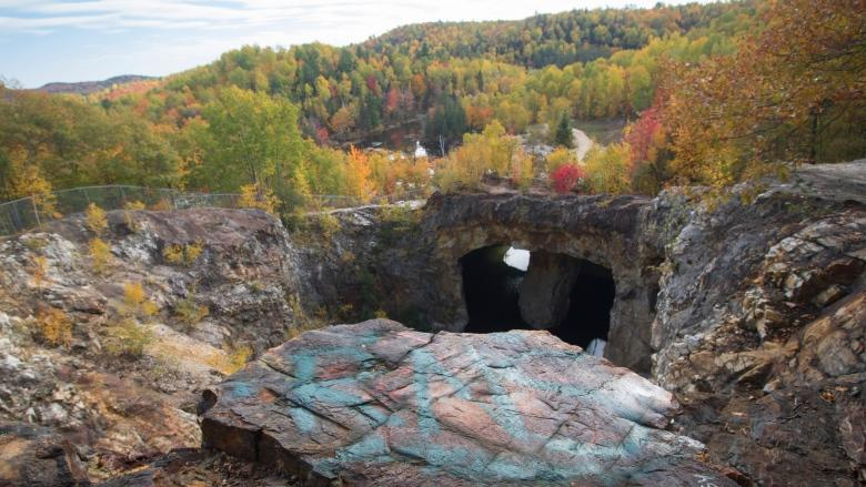 Barricades installed to keep tourists away from scenic Outaouais mine