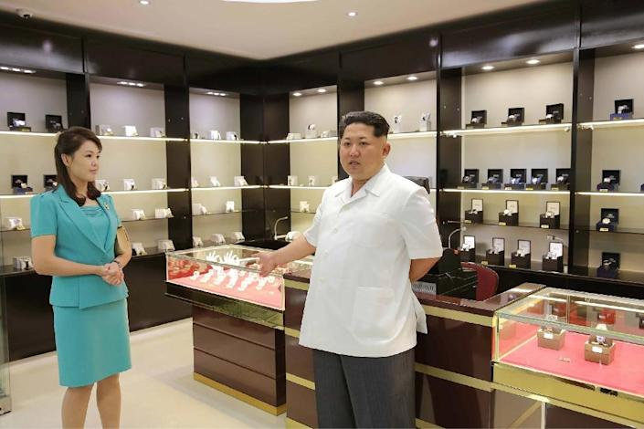 North Korean leader Kim Jong-Un, accompanied by his wife Ri Sol-Ju, inspects the new terminal at Pyongyang International Airport, on June 25, 2015 (AFP Photo/-)
