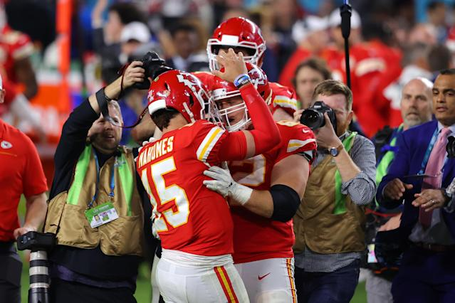 MIAMI, FLORIDA - FEBRUARY 02: Patrick Mahomes #15 of the Kansas City Chiefs celebrates with teammates after defeating San Francisco 49ers by 31 to 20 in Super Bowl LIV at Hard Rock Stadium on February 02, 2020 in Miami, Florida. (Photo by Ronald Martinez/Getty Images)