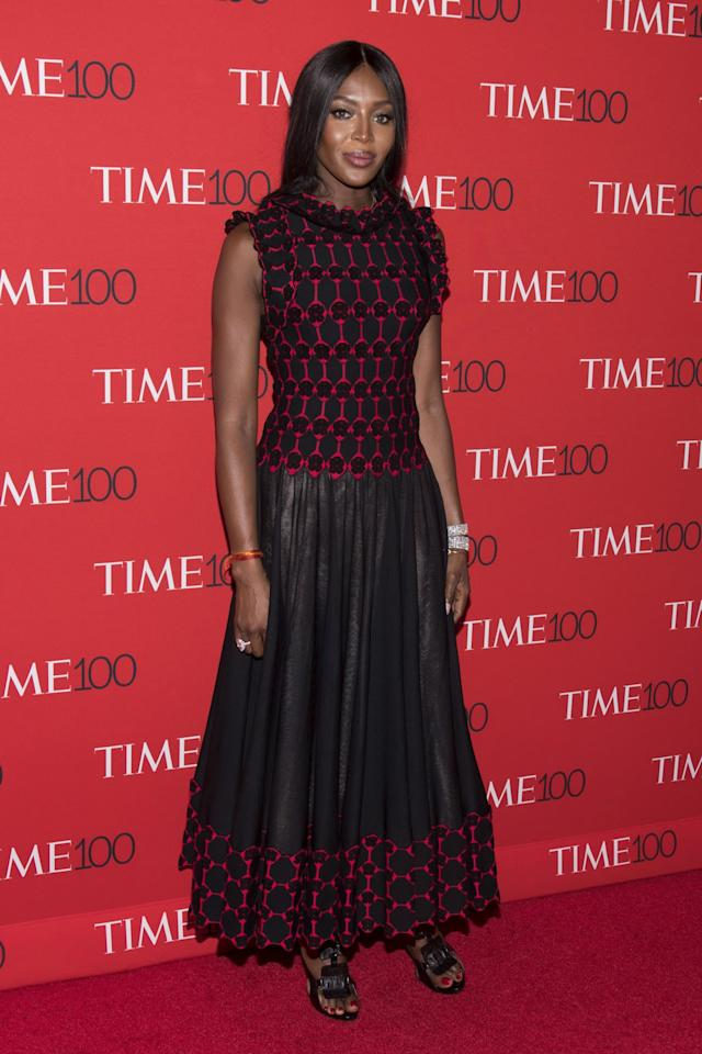 <p>The supermodel turned up in a dramatic black-and-red gown by Azzedine Alaia. (Photo: Reuters) </p>
