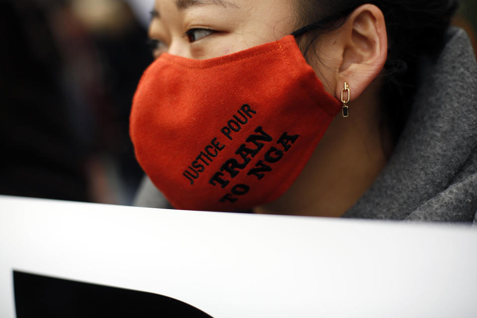 An activist wears a face mask reading « Justice for Tran To Nga » during a gathering in support of people exposed to Agent Orange during the Vietnam War, in Paris, Saturday Jan. 30, 2021. Activists gathered Saturday in Paris in support of people exposed to Agent Orange during the Vietnam War, after a French court examined a case opposing a French-Vietnamese woman to 14 companies that produced and sold the toxic chemical. (AP Photo/Thibault Camus)