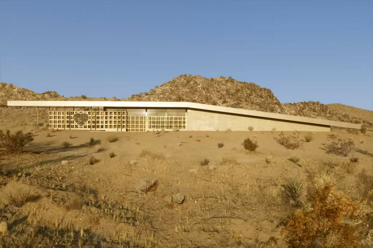 """<h2>Acido Dorado: Joshua Tree, California</h2>                                                                                                                                                                 <p><p>We can't decide if we want to get married at this architectural gem or recuperate from our next heartbreak here with girlfriends—maybe both, in due time (ideally the former before the latter, though). <a rel=""""nofollow"""" href=""""https://www.airbnb.com/rooms/1857113?wl_source=list&wl_id=118284802&role=owner&guests=3"""">Acido Dorado</a>is located in trendy <a rel=""""nofollow"""" href=""""http://thezoereport.com/living/how-to-do-joshua-tree-in-48-hours/"""">Joshua Tree, California</a>, which is the perfect small town from which to escape every-day real life (and do some killer vintage shopping in the process). It's $480/night and sleeps four, making it our most expensive recommendation yet at $120/night/person—but just think of the Instagram opportunities! Nearby <a rel=""""nofollow"""" href=""""https://www.airbnb.com/rooms/1856850?guests=3"""">Rosa Muerta</a>—designed by the same architect—isworth checking out, as well.</p>                                                                                                                                                                   <h4>Airbnb</h4>"""
