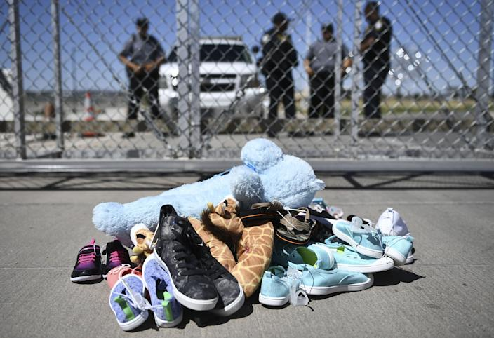 <p>Lawyers locate parents of 100 more children separated at border in controversial Trump policy</p> (Photo by BRENDAN SMIALOWSKI/AFP via Getty Images)