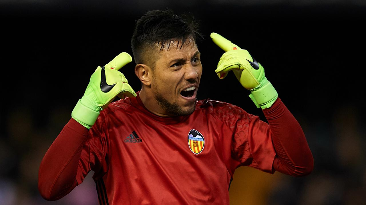 Speculation Roma could be close to sealing a deal for Valencia goalkeeper Diego Alves is wide of the mark, the player's agents say.