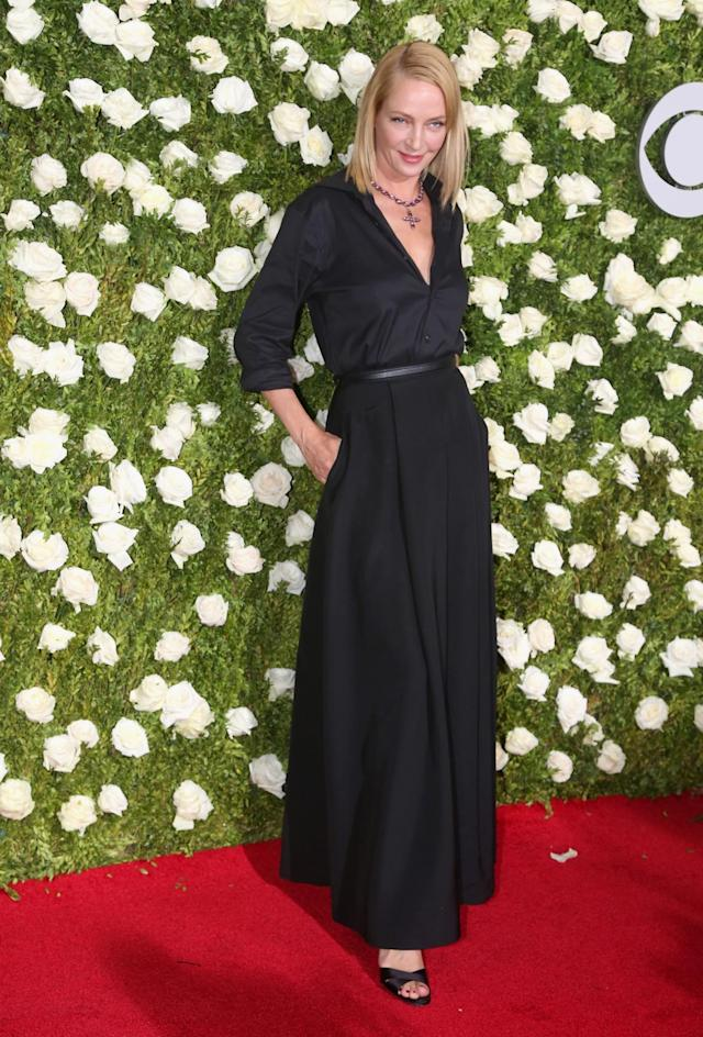 <p>The actress is super-sexy in a plunging black gown. (Photo: Getty Images) </p>