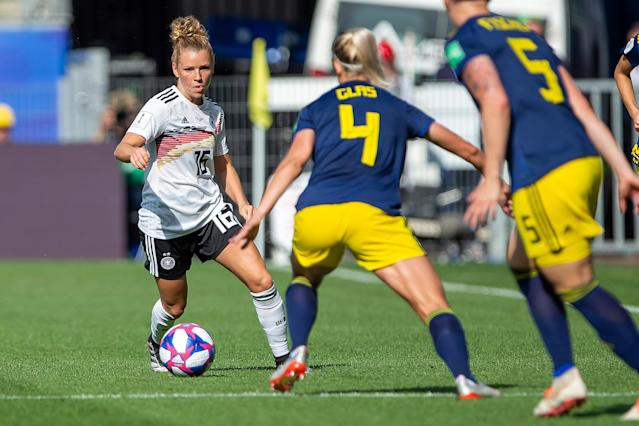 Linda Dallmann of Germany and Hanna Glas of Sweden battle for the ball during the 2019 FIFA Women's World Cup France Quarter Final match between Germany and Sweden at Roazhon Park on June 29, 2019 in Rennes, France. (Photo by TF-Images/Getty Images)