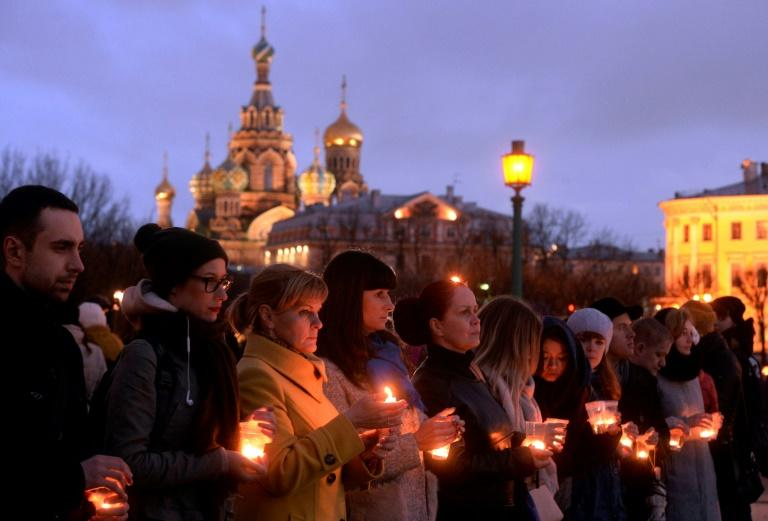 Residents of Saint Petersburg hold a third day of mourning