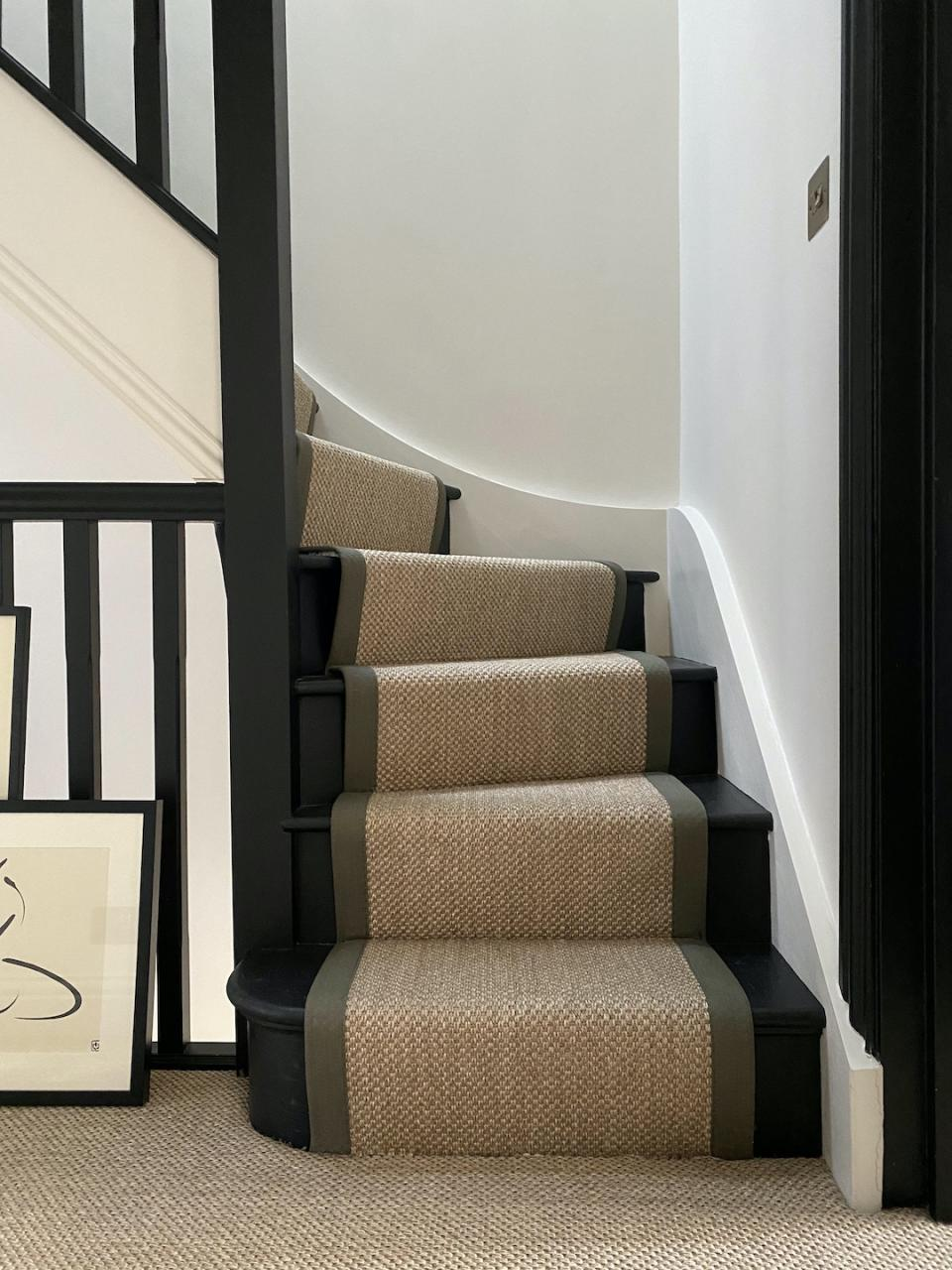 staircase ideas: sisal stair runner with border