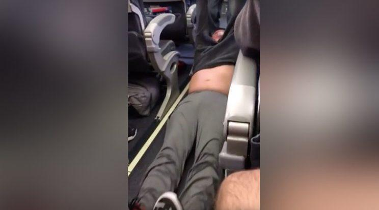 Bill O'Reilly laughs at man dragged off United flight