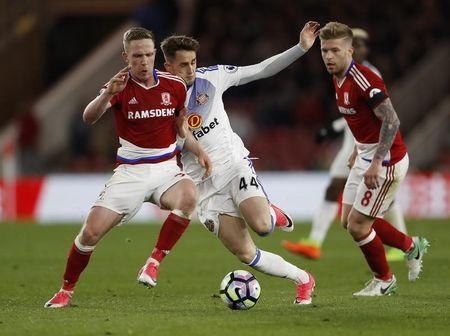 Britain Soccer Football - Middlesbrough v Sunderland - Premier League - The Riverside Stadium - 26/4/17 Sunderland's Adnan Januzaj in action with Middlesbrough's Adam Forshaw (L) and Adam Clayton (R) Action Images via Reuters / Lee Smith