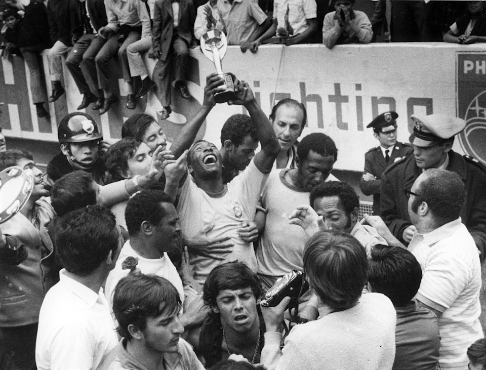 (GERMANY OUT) 1970 FIFA World Cup in Mexico Pele (Edson Arantes do Nascimento) 1940 - Brazilian football player, 1994 Minister of Sports in Brazil - Celebrating Pele, surrounded by teammates, is raising the Jues Rimet Trophy after beating Italy in the final - June 1970 (Photo by Horstmüller/ullstein bild via Getty Images)
