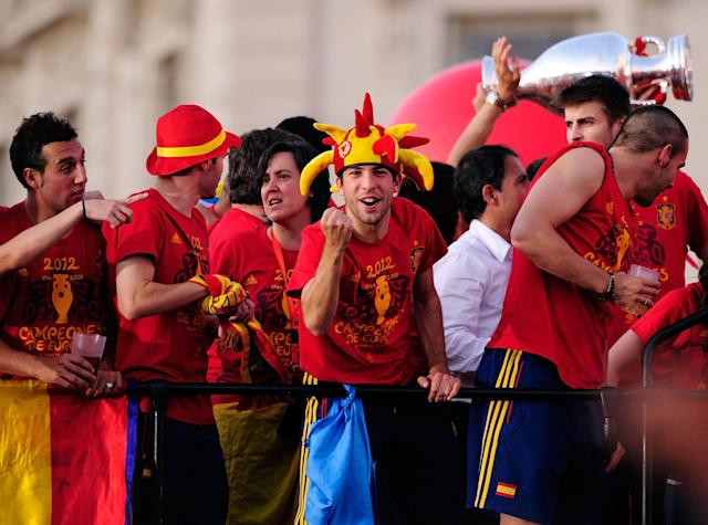 MADRID, SPAIN - JULY 02: Jordi Alba (C) of Spain celebrates with team-mates as they parade the UEFA EURO 2012 trophy on a double-decker bus in Cibeles Square on July 2, 2012 in Madrid, Spain. Spain beat Italy 4-0 in the UEFA EURO 2012 final match in Kiev, Ukraine, on July 1, 2012. (Photo by Denis Doyle/Getty Images)