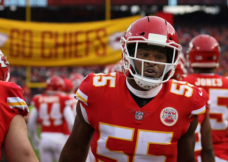 KANSAS CITY, MO - DECEMBER 30: Kansas City Chiefs outside linebacker Dee Ford (55) runs onto the field before an NFL game between the Oakland Raiders and Kansas City Chiefs on December 30, 2018 at Arrowhead Stadium in Kansas City, MO. (Photo by Scott Winters/Icon Sportswire via Getty Images)