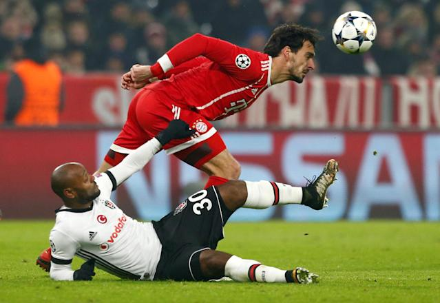 Soccer Football - Champions League Round of 16 First Leg - Bayern Munich vs Besiktas - Allianz Arena, Munich, Germany - February 20, 2018 Bayern Munich's Mats Hummels in action with Besiktas' Vagner Love REUTERS/Michaela Rehle TPX IMAGES OF THE DAY