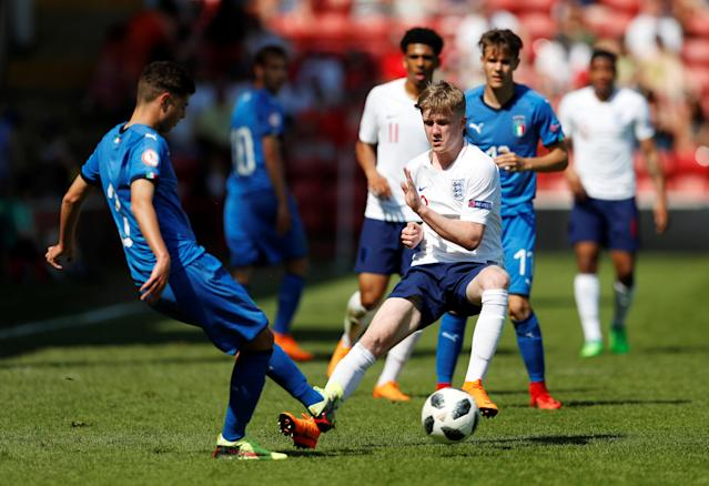 Soccer Football - UEFA European Under-17 Championship - Group A - England v Italy - The Banks's Stadium, Walsall, Britain - May 7, 2018 Italy's Giorgio Brogni in action with England's Thomas Doyle Action Images via Reuters/Andrew Boyers
