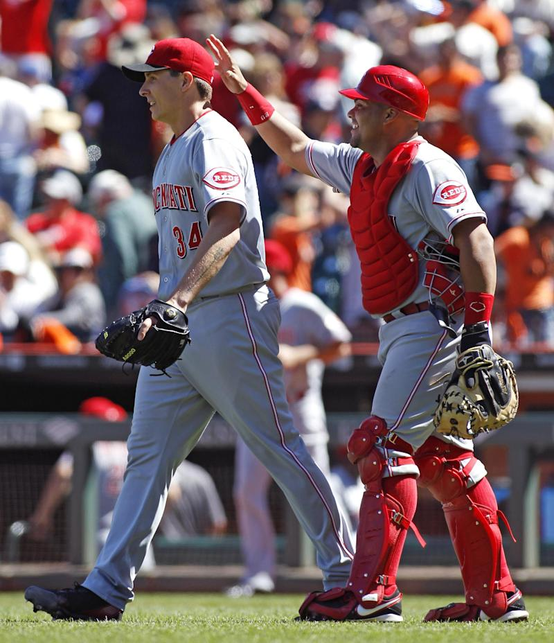 Bailey takes no-hit bid into 7th, Reds beat Giants