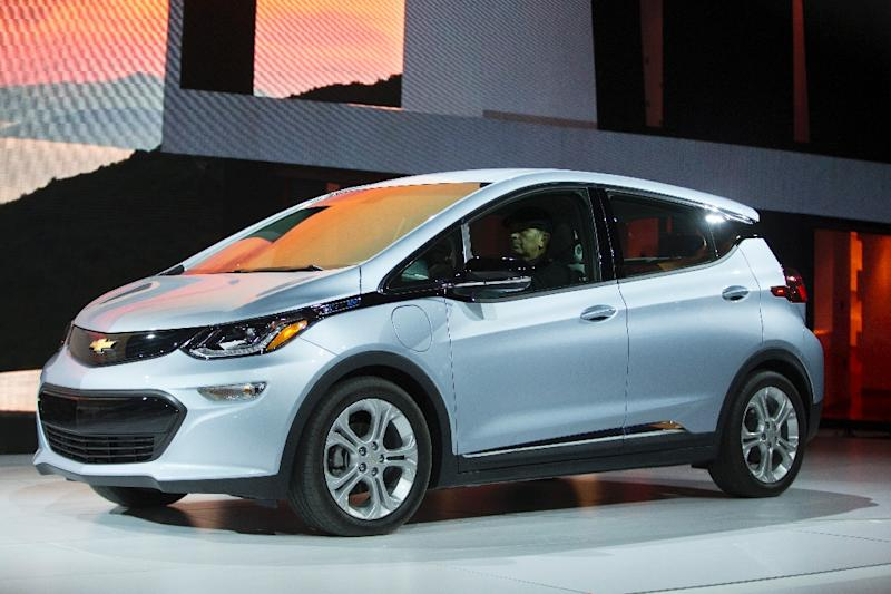 The Chevrolet Bolt drives onstage during the North American International Auto Show in Detroit, Michigan, January 9, 2017 (AFP Photo/Geoff Robins)