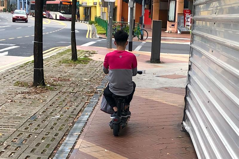 A Foodpanda delivery rider seen on an e-scooter while travelling along a footpath. (PHOTO: Dhany Osman / Yahoo News Singapore)