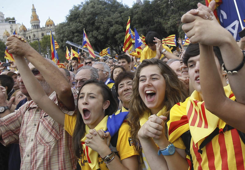 Catalans form human chain in Spain separation bid