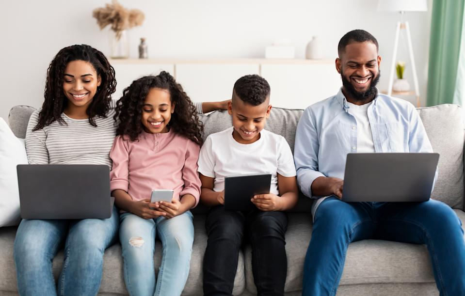 Talk to your children about practicing good digital habits. (Photo: Getty)
