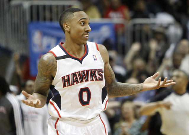 Jeff Teague hits ridiculous (and controversial) running-out-of-bounds 3 as Hawks beat Pacers (Video)