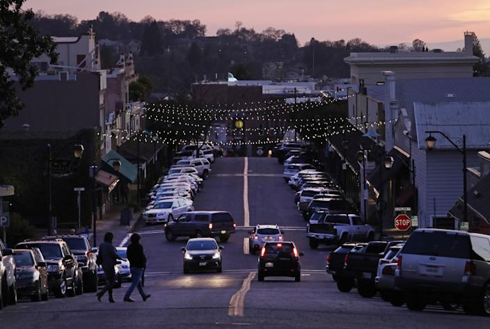 AUBURN, CA -- FEBRUARY 21, 2020: Dusk on Lincoln Way in downtown Auburn. There is an effort to woo young Democratic voters in conservative Placer County. (Myung J. Chun / Los Angeles Times)