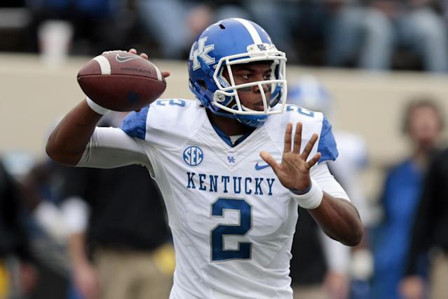 Kentucky quarterback Jalen Whitlow passes against Vanderbilt in the second quarter of an NCAA college football game on Saturday, Nov. 16, 2013, in Nashville, Tenn. (AP Photo/Mark Humphrey)