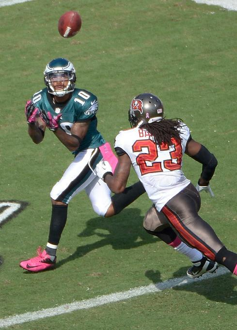 Foles leads Eagles over winless Buccaneers 31-20