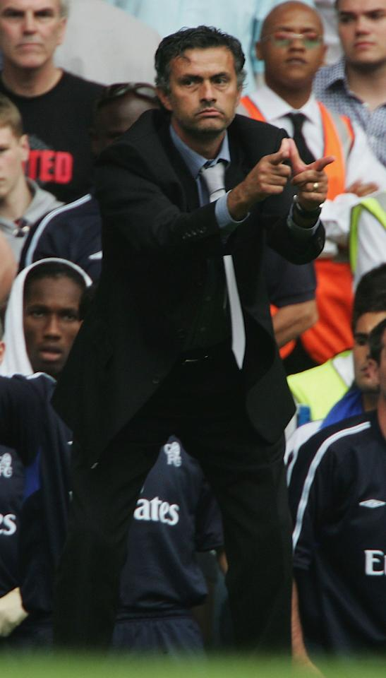 LONDON - AUGUST 15:  Manager Jose Mourinho of Chelsea shouts during the Barclays Premiership match between Chelsea and Manchester United at Stamford Bridge on August 15, 2004 in London. (Photo by Phil Cole/Getty Images)