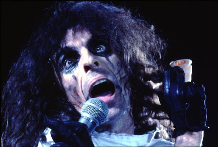 Alice Cooper in the '70s. (Photo: Michael Ochs Archives/Getty Images)