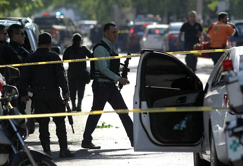 A policeman at the scene of an attack in Guadalajara, May 21, 2018, on a former prosecutor in the Mexican state of Jalisco, where drug traffickers are behind a violent crime wave