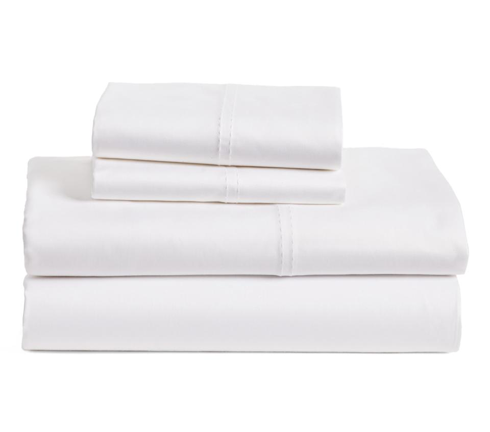 400 Thread Count Organic Cotton Sateen Sheet Set. Image via Nordstrom.