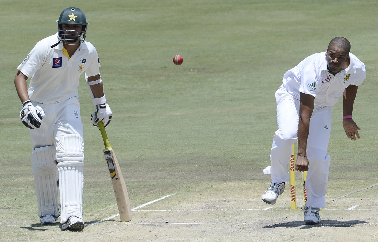 South African bowler Vernon Philander (R) delivers a ball to Pakistan Batsman Azhar Ali (unseen) as Pakistan batsman Imran Farhat watches during the third day of the third Test match between South Africa and Pakistan on February 24, 2013 at Super Sport Park in Centurion. AFP PHOTO / STEPHANE DE SAKUTIN        (Photo credit should read STEPHANE DE SAKUTIN/AFP/Getty Images)