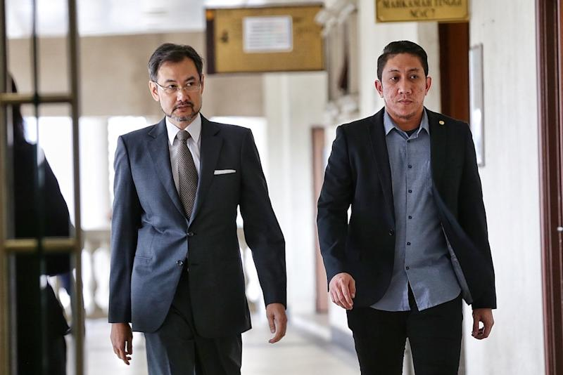 Former 1MDB chief executive officer Datuk Shahrol Azral Ibrahim Halmi (left) arrives at the Kuala Lumpur Courts Complex November 5, 2019. — Picture by Ahmad Zamzahuri