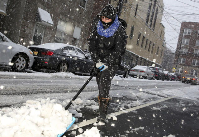 <p>Noemi Napoles helps shovel snow in front of her house in West New York, N.J., March 7, 2018. (Photo: Seth Wenig/AP) </p>