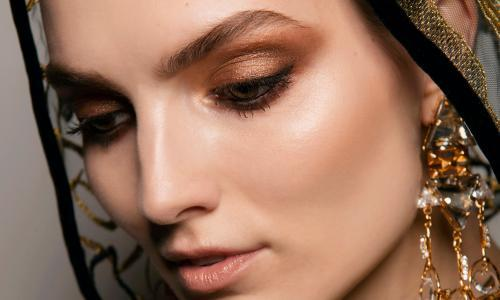 Go for gold: a warmer smoky eye