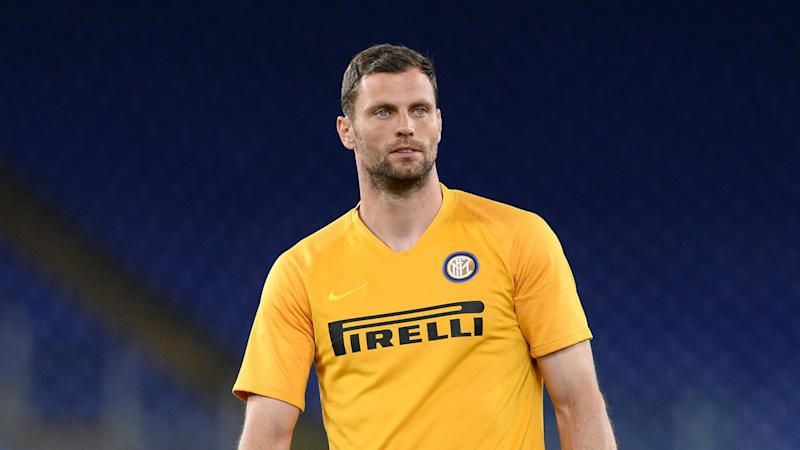 Inter goalkeeper Padelli signs one-year extension
