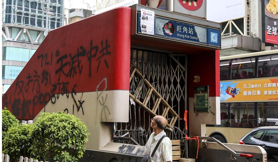 Protesters vandalised and destroyed an entrance to the Mong Kok MTR station during a rally in defiance of the anti-mask law on Sunday. Photo: K.Y. Cheng