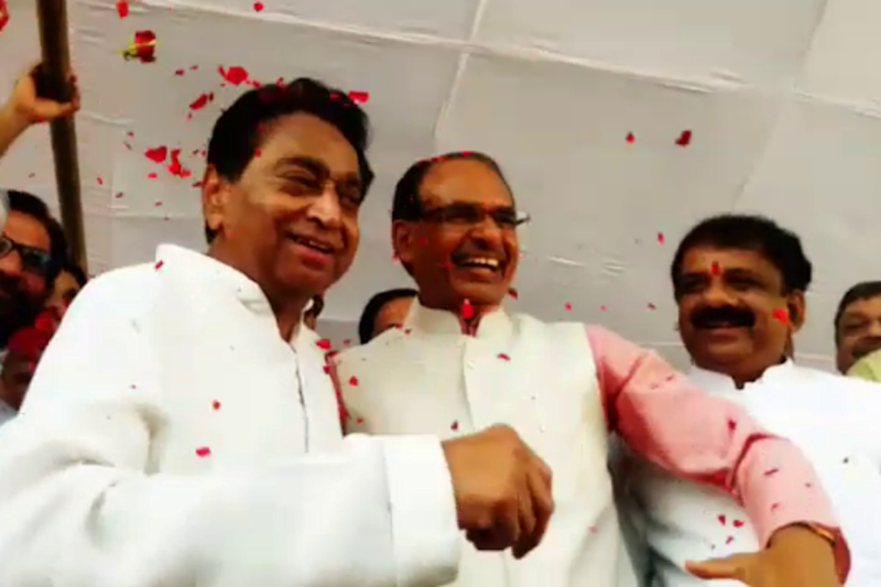 Shivraj Singh Chouhan, Kamal Nath Embrace Each Other in Show of Affection on Eid