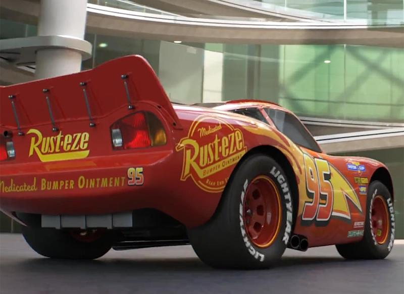 Lightning Mcqueen Struggles With His Career Slipping In Cars 3 Trailer