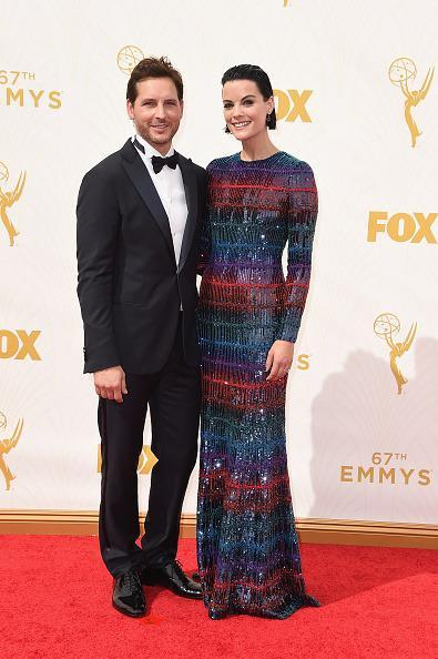 <p>Jamie Alexander might've been sweating in long sleeves, but it was worth it. The actress, who was with Peter Facinelli, wore a a gown from Armani Privé's Fall 2015 collection.<br></p>