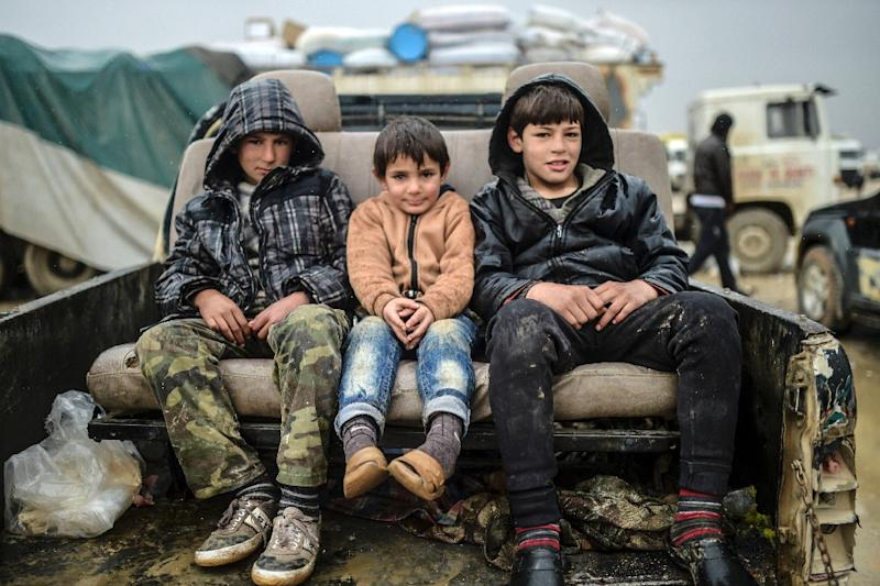 Referee children sit in a pickup on February 6, 2016 in Bab-Al Salam (AFP Photo/Bulent Kilic)