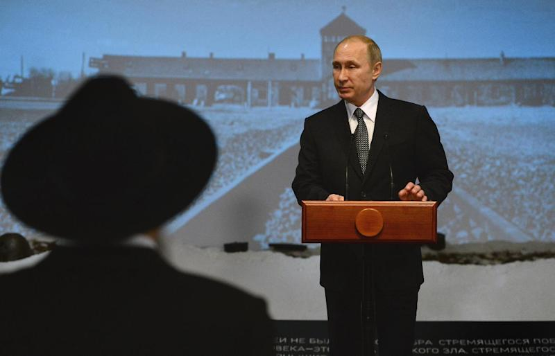 Russian President Vladimir Putin speaks at the Jewish Museum in Moscow on January 27, 2015