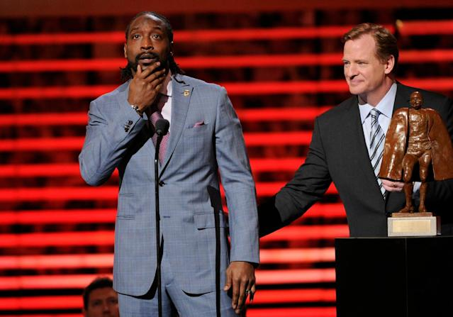 Charles Tillman accepts the Walter Payton Man of the Year award from Roger Goodell in February of 2014. (AP)