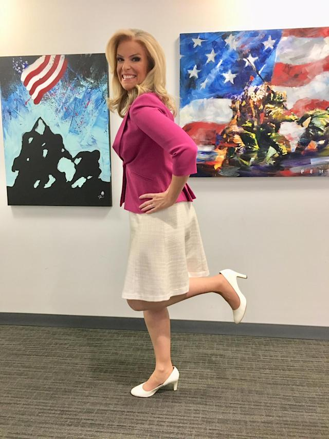 Fox News anchor Janice Dean confronted a female viewer who criticized her legs. (Photo: Courtesy of Fox News)