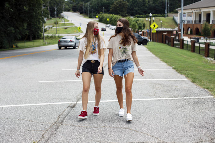 Jefferson High seniors Hope Terhune and Rylee Meadows, who started a petition drive calling for a mandatory mask rule, in Jefferson, Ga., an hour's drive north of Atlanta, July 24, 2020. (Melissa Golden/The New York Times)