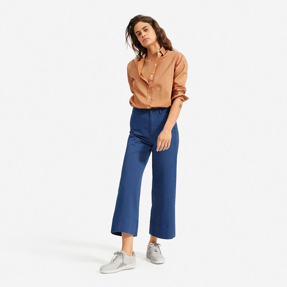 """<p><strong>Everlane</strong></p><p>everlane.com</p><p><a href=""""https://go.redirectingat.com?id=74968X1596630&url=https%3A%2F%2Fwww.everlane.com%2Fproducts%2Fwomens-court-sneaker-cloud-grey&sref=https%3A%2F%2Fwww.seventeen.com%2Ffashion%2Fg35089866%2Feverlane-end-of-year-sale-2020%2F"""" rel=""""nofollow noopener"""" target=""""_blank"""" data-ylk=""""slk:SHOP IT"""" class=""""link rapid-noclick-resp"""">SHOP IT </a></p><p><strong><del>$98</del> $49 (50% off)</strong></p><p>These cute sneakers are an eco-friendly alternative to your trusty Stan Smiths. </p>"""