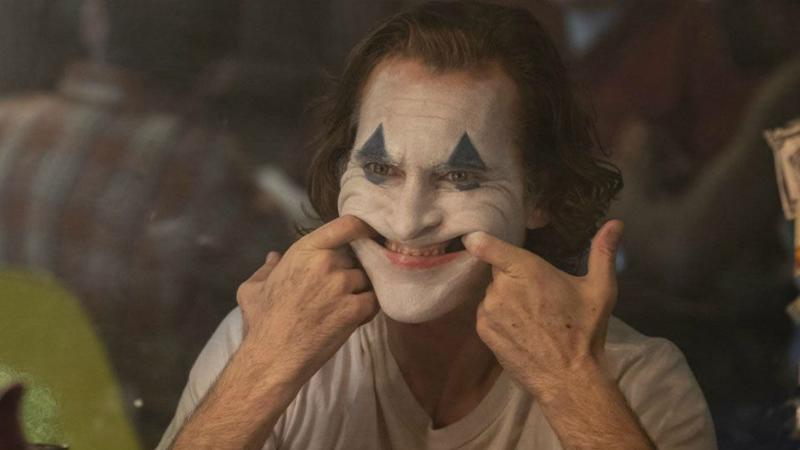 Joaquin Phoenix is a failed clown as Arthur Fleck in 'Joker'.