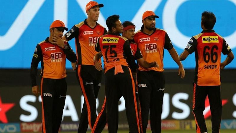 Excellent bowling by SRH as Mumbai find themselves 9 wickets down
