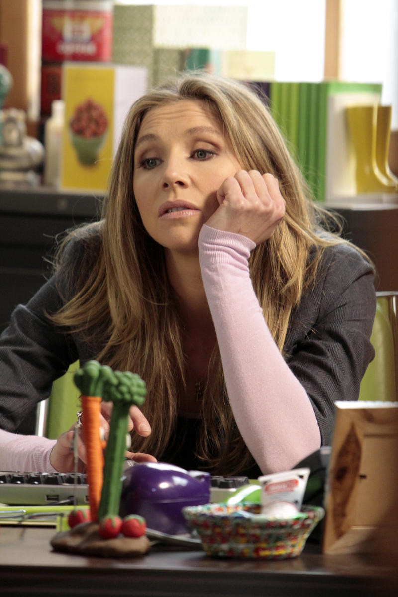 """This image released by ABC shows Sarah Chalke, who portrays Polly, a divorced mother who moves home with her parents in """"How to Live with Your Parents (For the Rest of Your Life),"""" drawn from the domestic situation of creator Claudia Lonow, who, well into adulthood and despite career success continues to live with parents ."""" (AP Photo/ABC, Carin Baer)"""